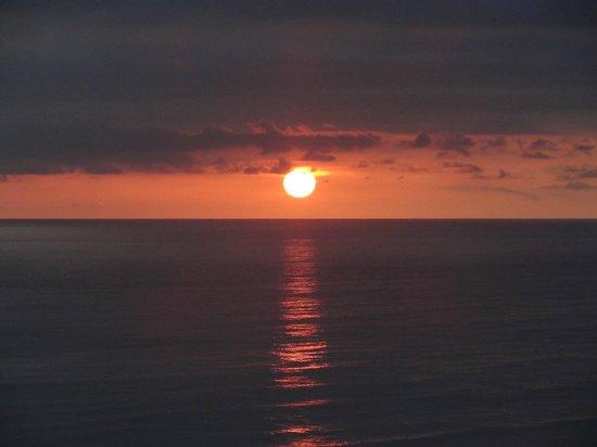 Hotel Vista de Olas: sun going down