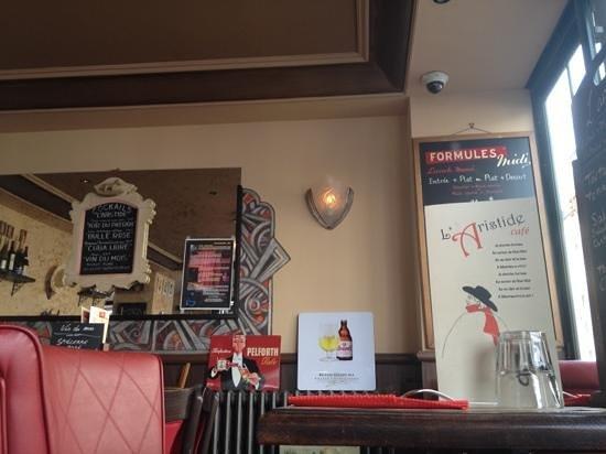 L'Aristide Café: ambiente arejado e acolhedor