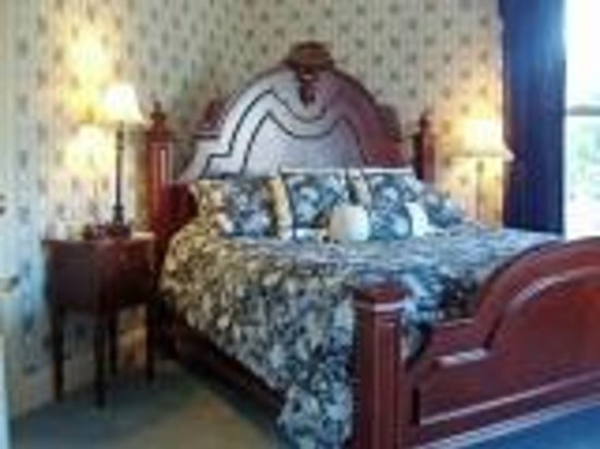 The Queen Anne Bed & Breakfast: Blue Guest Room