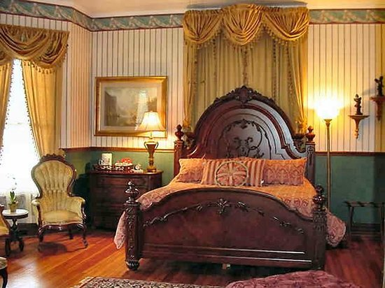The Queen Anne Bed & Breakfast : Library Guest Room