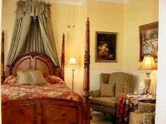 The Queen Anne Bed & Breakfast: Victorian Guest Room