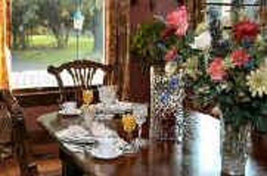 The Queen Anne Bed & Breakfast: Dining Room
