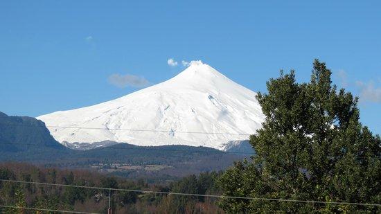 Frontera Pucon Hostel B&B: Vista do Vulcão aproximada!