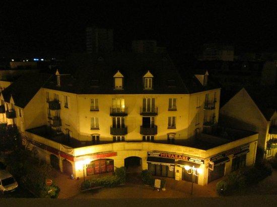 Ibis Saint Gratien : Vista do quarto do hotel.