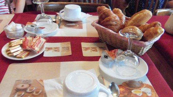 Hotel Imperial: Breakfast again. Very good croissants!