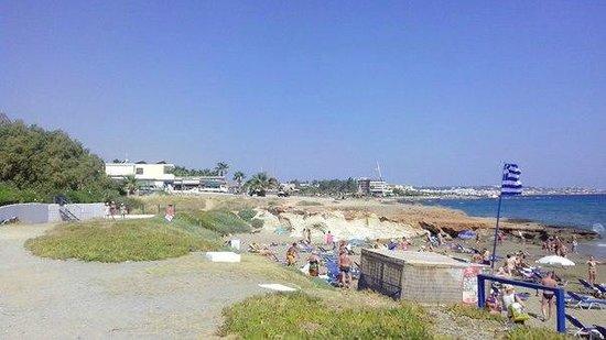 Iliostasi Beach Apartments: Вид на пляж