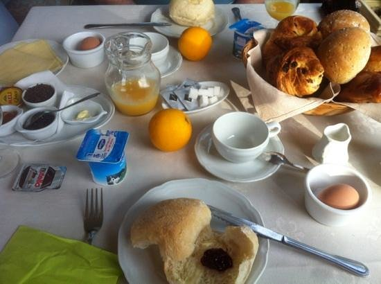 l'Heritage Hotel Pension: Free Continental Breakfast