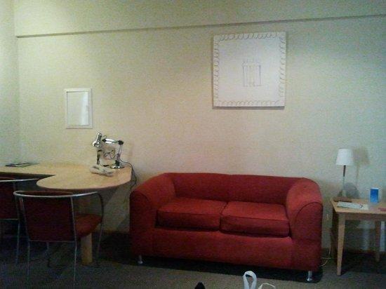 Radisson Paulista: Apartamento - Sofá e Escrivaninha