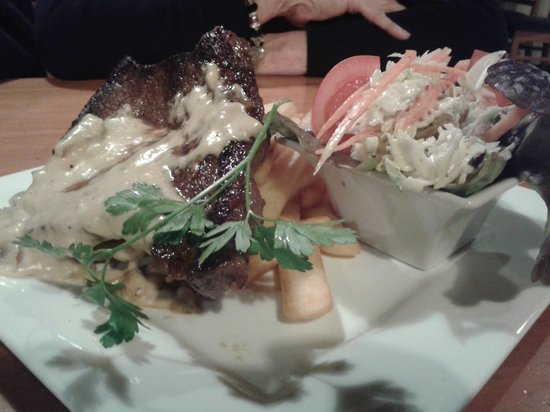 Reflections Restaurant : Steak with mushroom sauce chips and side salad