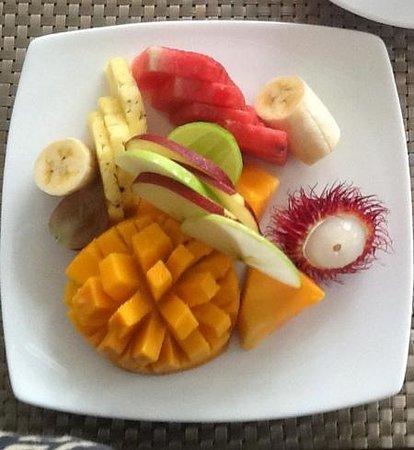 Deco On 44: Fruit platter