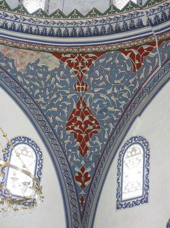 Mustafa Pasha Mosque : Beautiful inner decoration
