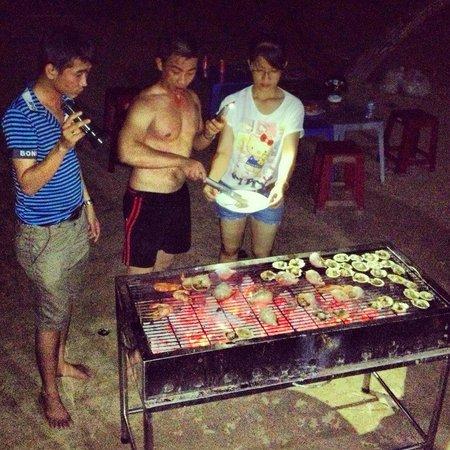 Huong Phong - Ho Coc Resort: Characoal grill
