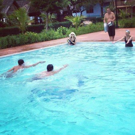 Huong Phong - Ho Coc Resort : Pool side