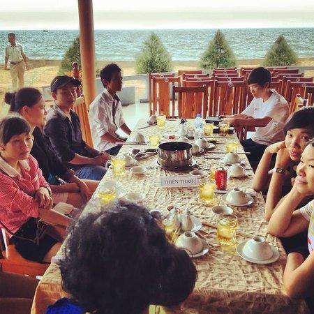 Huong Phong - Ho Coc Resort : Restaurant sea view