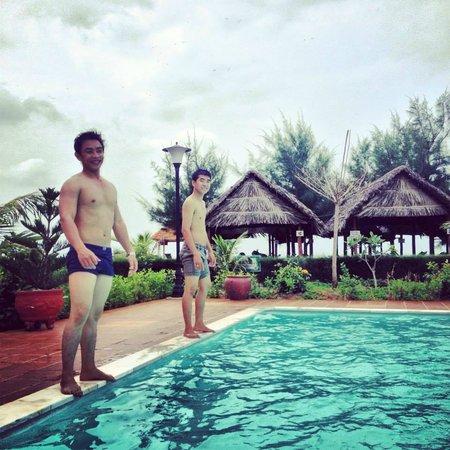 Huong Phong - Ho Coc Resort : Pool view