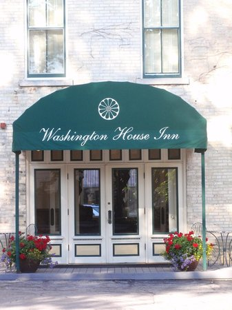 Washington House Inn: Front Entrance