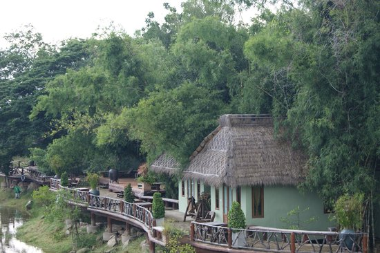 Kor Sor Resort & Spa : View to bungalows from restaurant