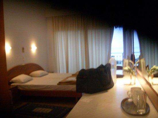 Aloha Hotel: room