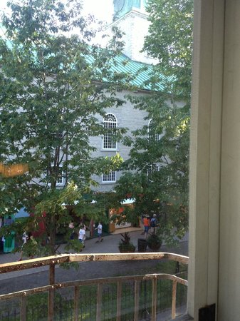 Auberge Place D'Armes: view from room 14 to Rue Sainte-Anne