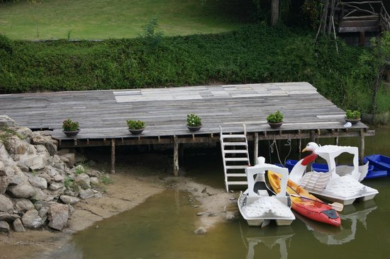 Kor Sor Resort & Spa : Lake for the kids to paddle on in the boats