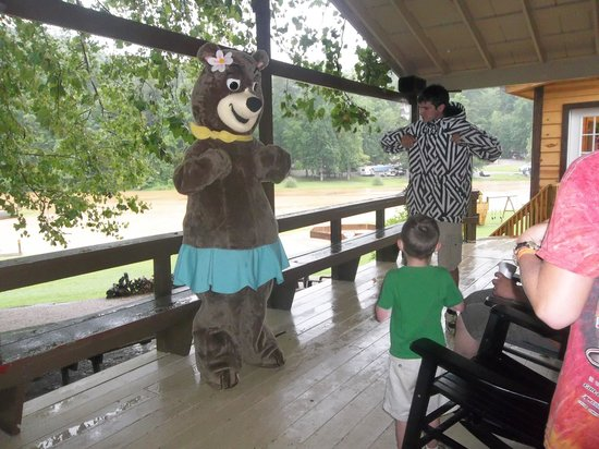 Hidden Creek Camping Resort : Chicken Dance with Cindy Bear and Happy Feet :)