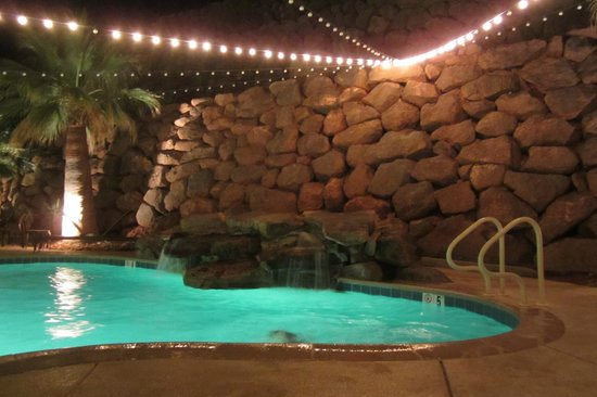 Courtyard St. George: Outdoor pool at night