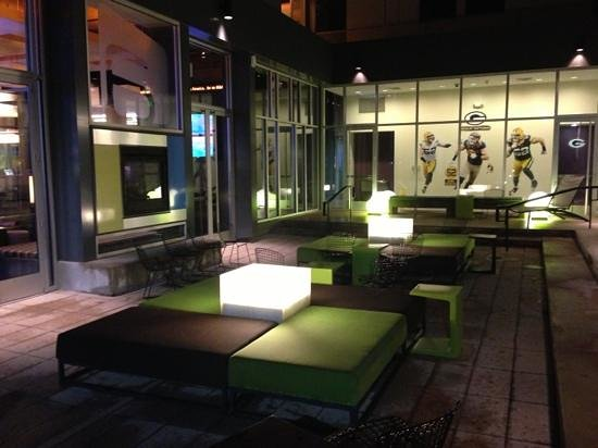 Aloft Green Bay: outdoor patio
