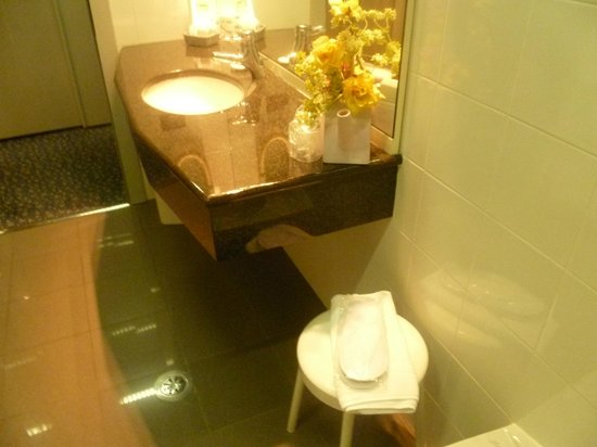 Hotel Michelangelo: Desk del bagno, particolare