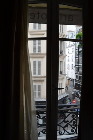 Art Hotel Batignolles: View from window