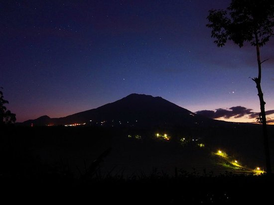 Mahagiri Panoramic Resort & Restaurant : 北東の空が白んでくる