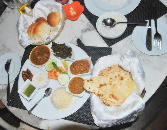 Vivanta by Taj Coral Reef Maldives: Dinner