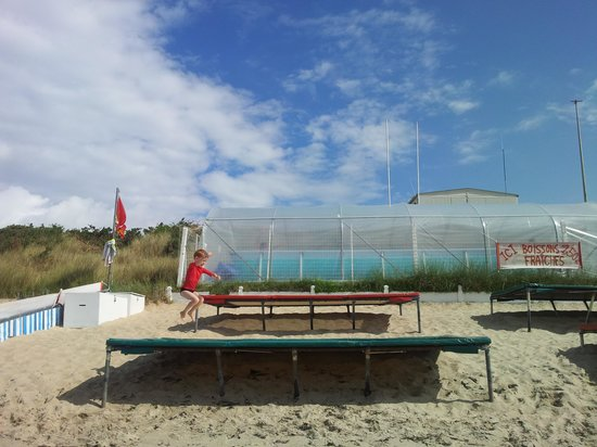 Camping de la Plage : Good value bouncy fun!