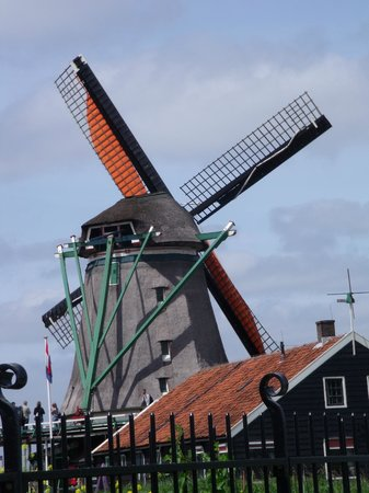 Amsterdamsel Tours: The beautiful windmill