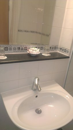 Telford Whitehouse Hotel: complimentary bath products