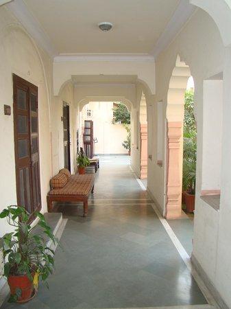 Hotel Chirmi Palace: Corridor