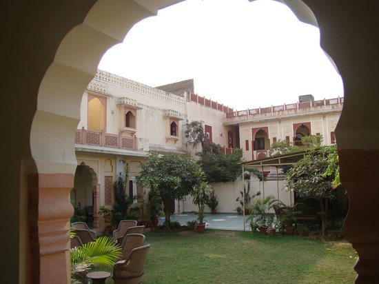 Hotel Chirmi Palace: View from the corridor