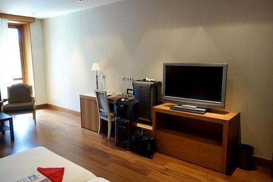 Gran Hotel La Perla: Room with a nice Sony flatscreen