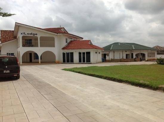 Madina, Ghana : lodge is left building, right side building is almost finished expansion