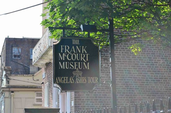 Frank McCourt Museum: Signboard in front