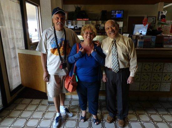 Super 8 by Wyndham Long Beach: ristoranti pizza hut