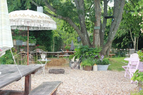 The Horse Guards Inn : Pub garden