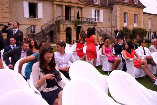 Chateau les Merles : Gathering for the Ceremony