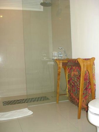 Astana Pengembak Suite Apartment & Villa: Bathroom and Toilette