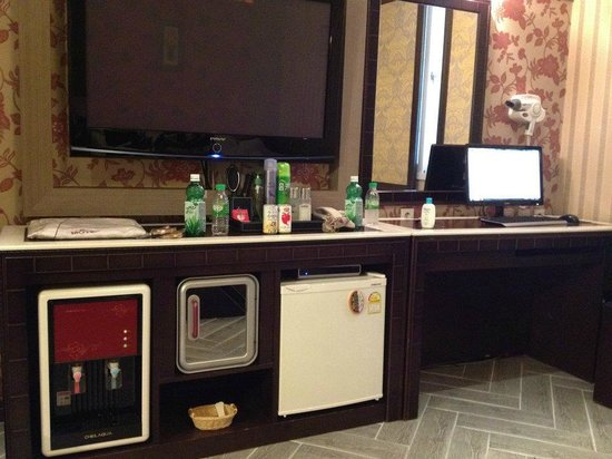 N Motel: TV, PC, mini fridge, water dispenser