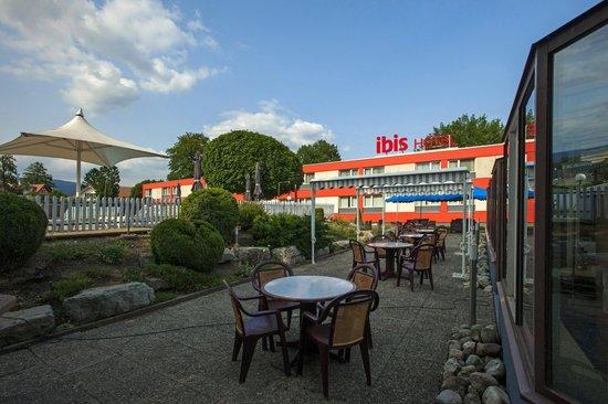 ibis 3 Lacs Neuchatel: LA TERRASSE