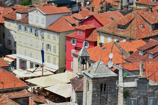Palace Suites Split: Hotellet och dess placering sett från klocktornet i Split