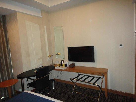 Holiday Inn Express Beijing Huacai : LCD TV