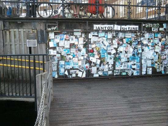 ‪Ianto's Shrine‬