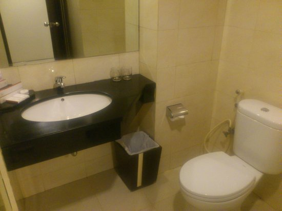 Grand Clarion Hotel & Convention Makassar : WC