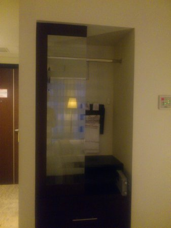 Grand Clarion Hotel & Convention Makassar : Cabinet